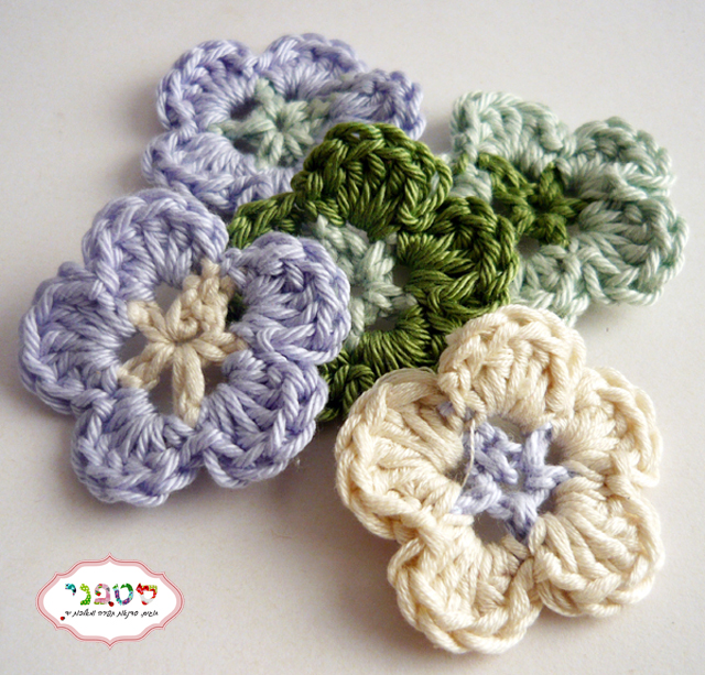 small flower crochet