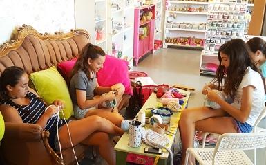 Adolescent knitting workshop